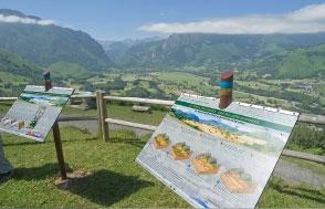 Photo 8.  Un exemple de panneaux explicatifs qui jalonnent la Route Géologique Transpyrénéenne