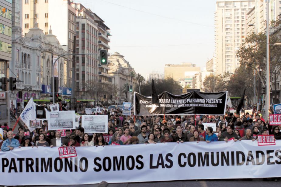4 - Première manifestation nationale en défense du patrimoine du quartier Yungay de Santiago du Chili, 2014, ©Lucrecia Conget